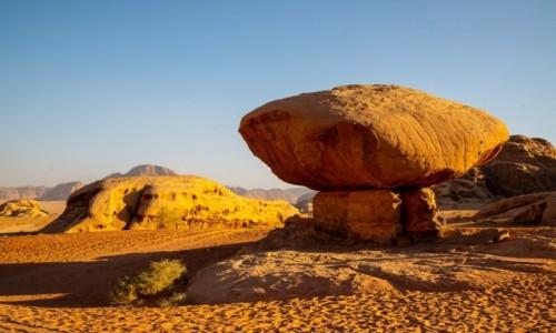 JORDANIA / Akaba / Wadi Rum / Pustynia Wadi Rum