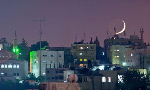 Zdjęcie JORDANIA / brak / Amman / Księżyc nad Ammanem