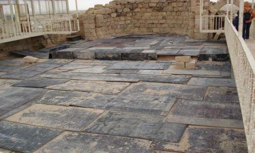 Zdjęcie JORDANIA / Madaba / Um Rasas / Konserwacja mozaik a'la Jordania