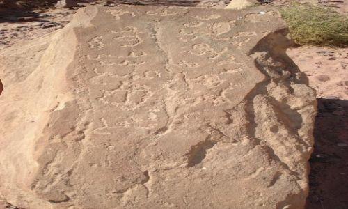 Zdjęcie JORDANIA / Aqaba / Wadi Rum / Nabatejskie inskrypcje (2) ?