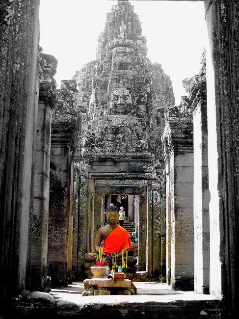Zdjęcia: światynia Bayon, okolice Siem Reap, obdarzane czcią do dzisiaj, KAMBODżA