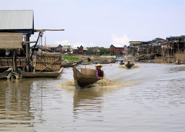 Zdjęcia: okolice Kompong Khleang, na rzece, KAMBODżA