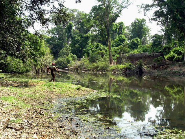 Zdjęcia: Angkor, Siem Raep, rybak, KAMBODżA
