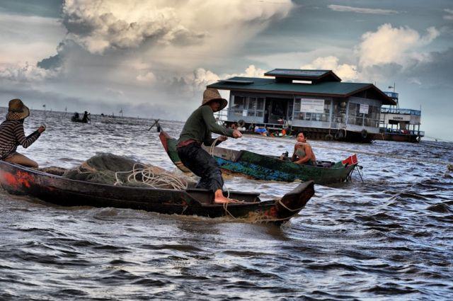 Zdjęcia: wioska na tonle sap, polow, KAMBODżA