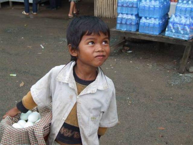 Zdj�cia: w drodze do Savannakhet, po�udniowy Laos, kto handluje ten �yje, KAMBOD�A