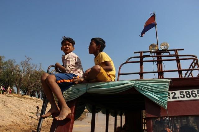 Zdjęcia: Kompong Pluk, Kompong Pluk, Mali pomocnicy uczą się fachu, KAMBODżA