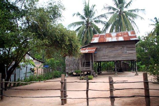 Zdjęcia: angkor, fragmet kambodzanskiej wioski (dorga do czerownych swiatyn), KAMBODżA