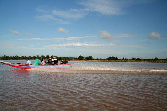 Zdjęcia: mekong river, ferry boat (mega szybka przeprawa na granice z Laosem), KAMBODżA