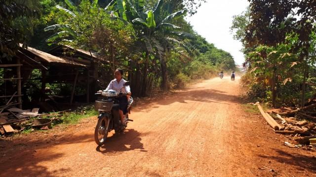 Zdjęcia: okolice Kampong Trach, okolice Kampotu, Droga do szkoły, KAMBODżA