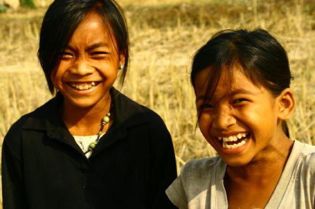 Zdjęcia: Angkor, Wesołe mieszkanki okolic Angkoru, KAMBODżA