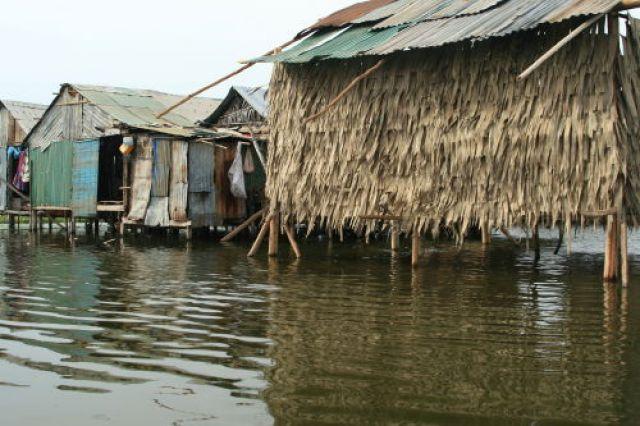 Zdjęcia: Phnom Penh, Chaty na jeziorze Boeng Kak, KAMBODżA