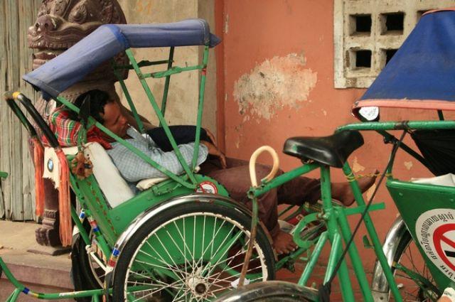 Zdjęcia: Phnom Penh, Śpiochy uliczne, KAMBODżA