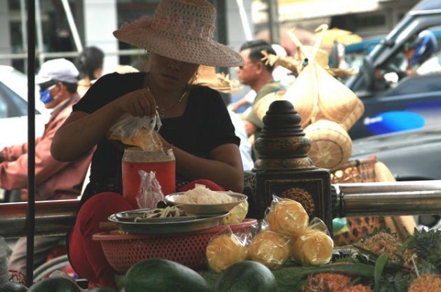 Zdjęcia: Phnom Penh, Straganiarka, KAMBODżA