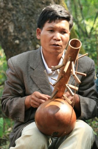 Zdjęcia: Mondulkiri, Niewidomy Muzyk, KAMBODżA