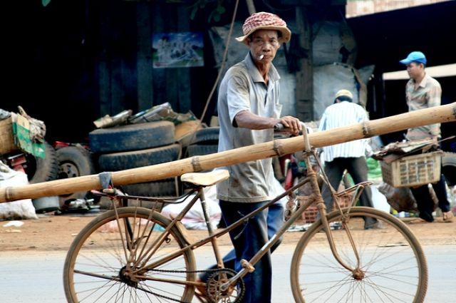 Zdj�cia: Gdzie� pod Phnom Penh, Przechodzien, KAMBOD�A