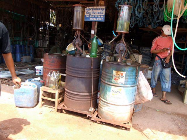 Zdjęcia: Siem Reap, Siem Reap, Stacja paliw:), KAMBODżA
