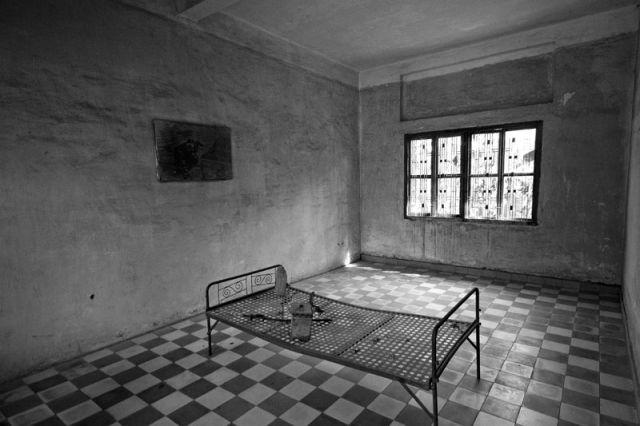 Zdjęcia: Phnom Penh Cela w węzieniu Tonle SAP, Więzienie POL POTA, KAMBODżA