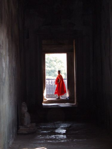 Zdj�cia: Angkor Wat, Angkor, mnich, KAMBOD�A