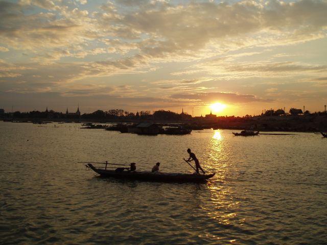 Zdjęcia: Phnom Penh, Phnom Penh, na Mekongu, KAMBODżA
