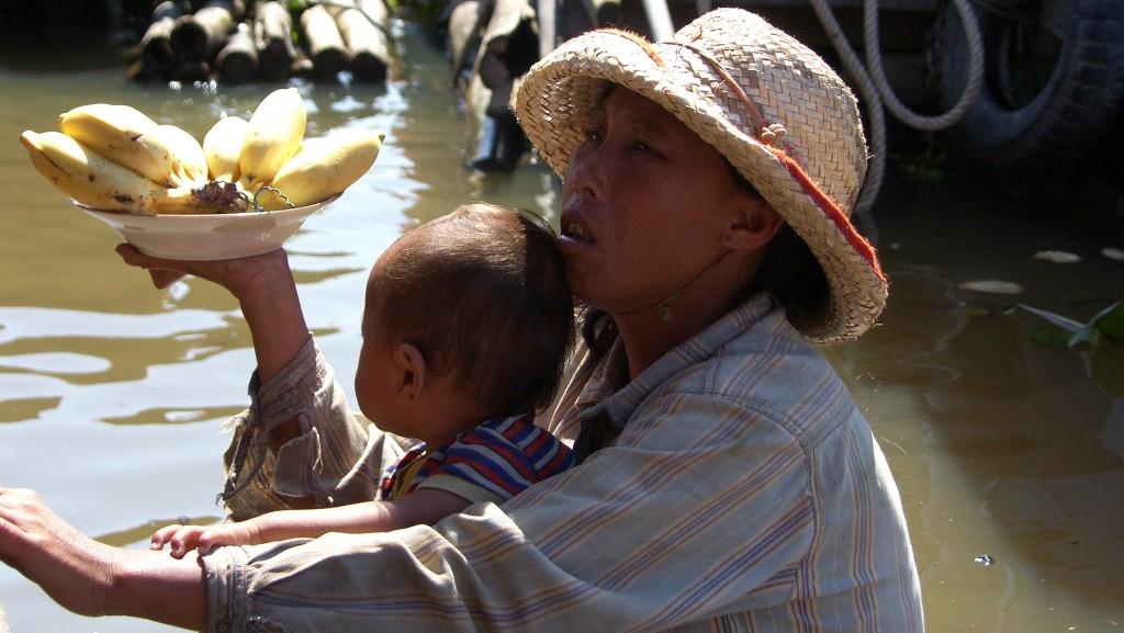 """Zdjęcia: jezioro Siem Reap, """"banana, 1$!"""", KAMBODżA"""
