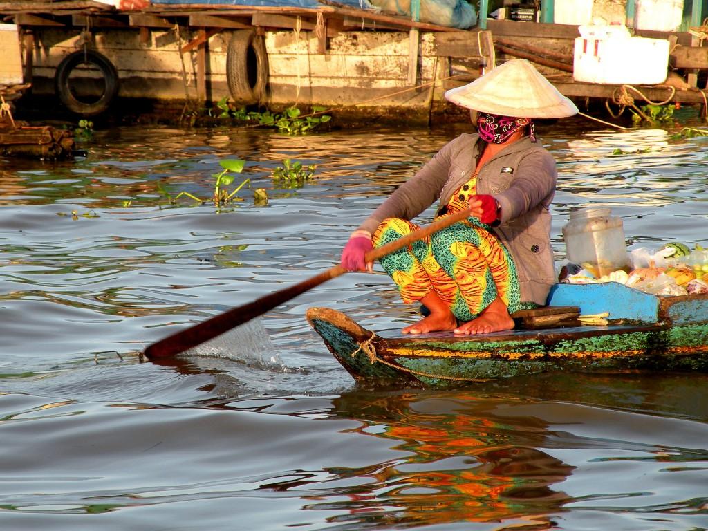 Zdjęcia: jezioro Tonale Sap, Siem Reap, skelp przypłynął...., KAMBODżA