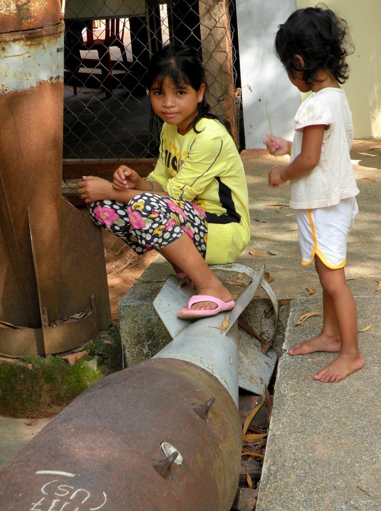 Zdjęcia: Muzeum min lądowych, Phnom Penh, Bombowa zabawa, KAMBODżA