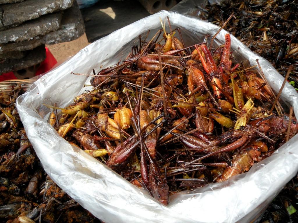 Zdjęcia: stragan uliczny, Siem Reap, Chipsy?, KAMBODżA