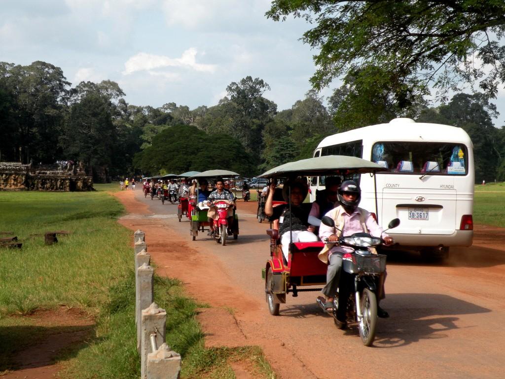 Zdjęcia: okolice Tarasu Słoni, Angkor, Godziny szczytu, KAMBODżA