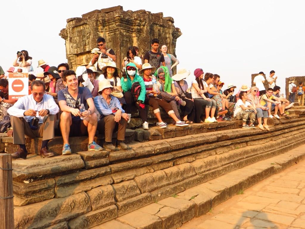 Zdjęcia: Świątynia Phnom Bakheng, Angkor, w oczekiwaniu na zachód słońca, KAMBODżA