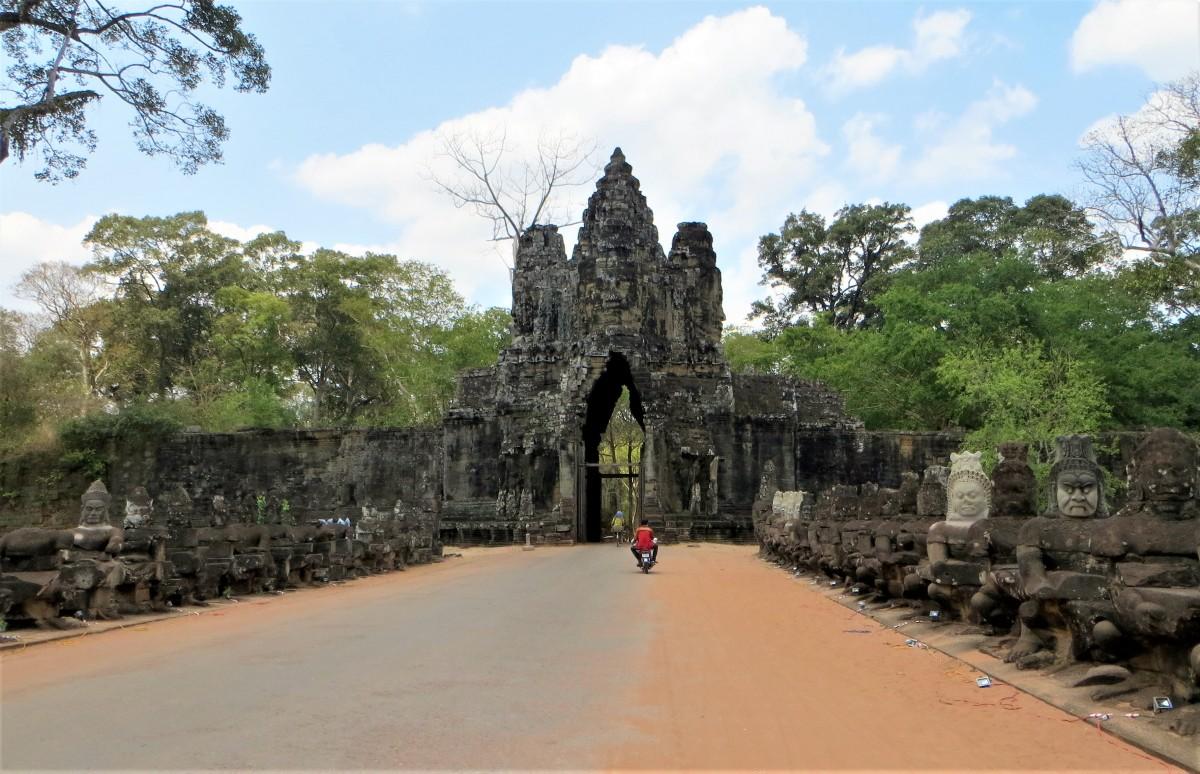 Zdjęcia: Angkor, Prowincja Siem Reap, Na motorze albo rowerem między demonami a bogami, KAMBODżA