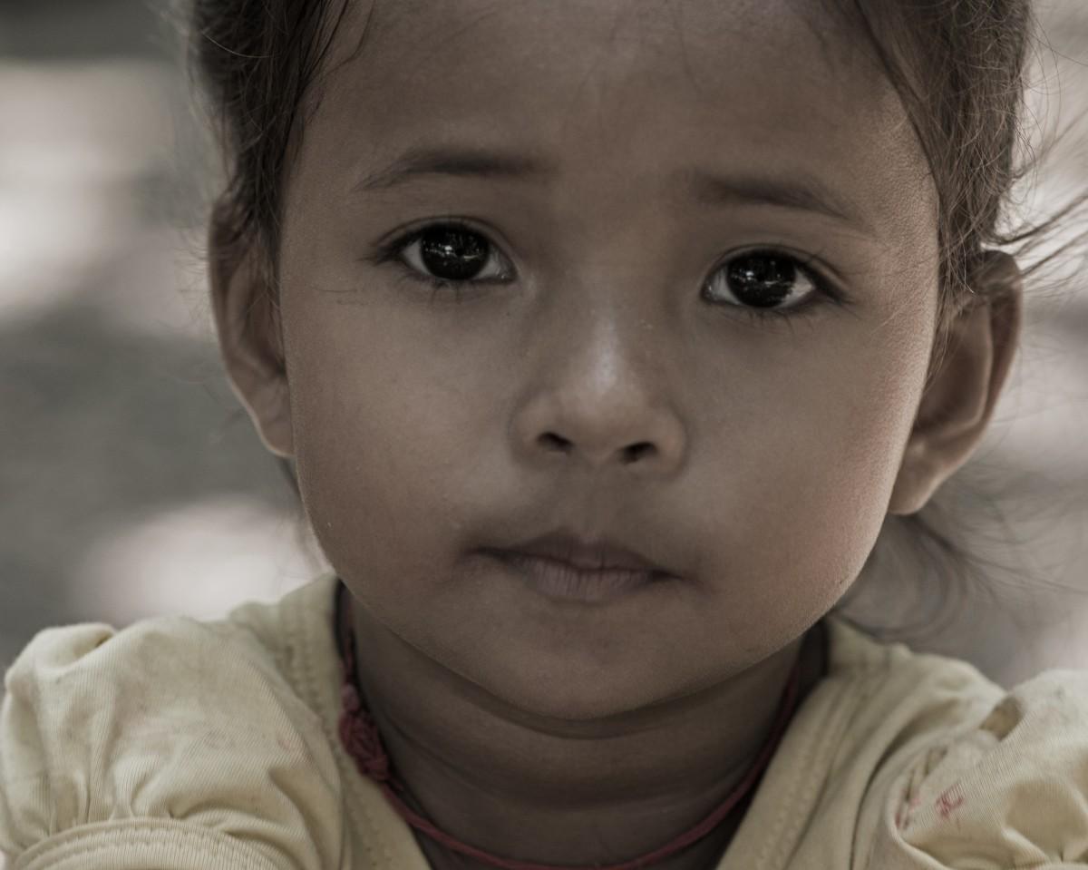 Zdjęcia: Wat Phnom, Prowincja Phnom Penh, Oczy Tej Małej ... ;-), KAMBODżA