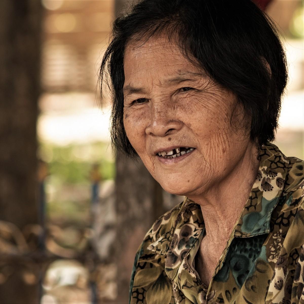 "Zdjęcia: Okolice Battambang, Prowincja Battambang, ""Chora Babcia"" ;-), KAMBODżA"