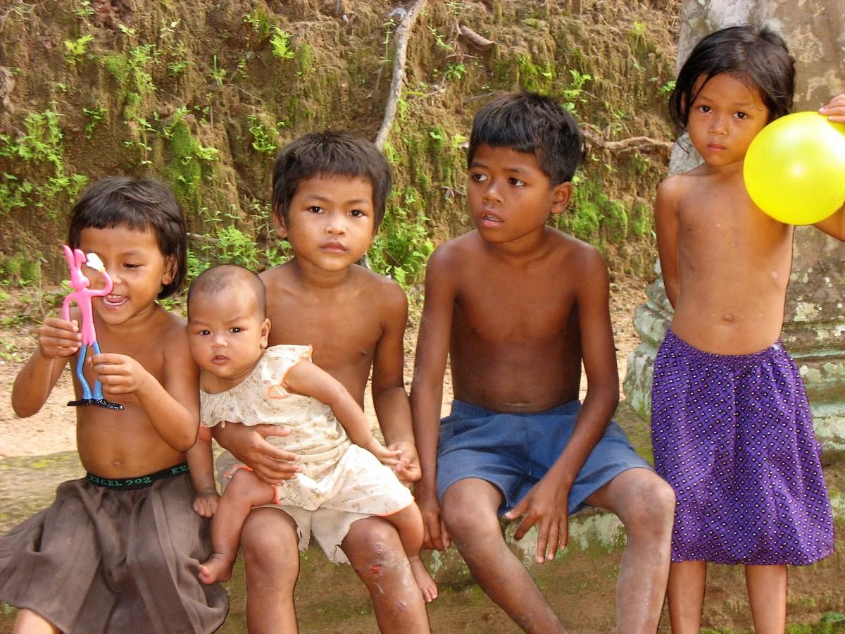 Zdjęcia: W pobliżu świątyni, Angkor, Wszystkie dzieci są ... piękne, KAMBODżA