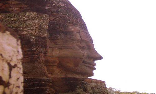 Zdjecie KAMBODżA / okolice Siem Reap / światynia Bayon / uśmiech Króla Khmerów ma ponad 1000lat