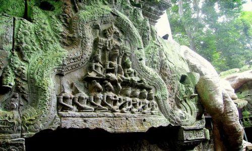 Zdjęcie KAMBODżA / okolice Siem Reap / zespół Angkor Wat / natura i dzieło ludzi złączone, tworzą nowe dzieło sztuki