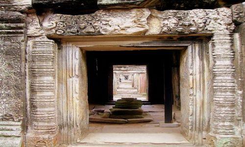 Zdjęcie KAMBODżA / okolice Siem Reap / zespół Angkor Wat / w perspektywie wieków...