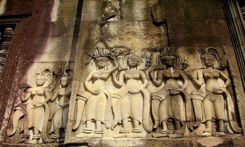 KAMBODżA / okolice Siem Reap / światynia  Angkor Wat / Aspary - tancerki i kapłanki- Angkor Wat