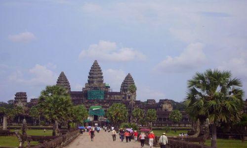 Zdjęcie KAMBODżA / okolice Siem Reap / światynia  Angkor Wat / Angkor Wat - główne wejście