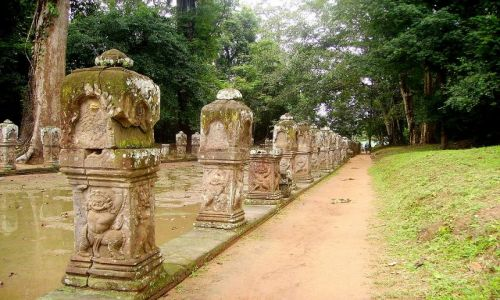 Zdjęcie KAMBODżA / okolice Siem Reap / zespół Angkor Wat / aleja do światyni Bayon