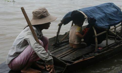 KAMBODżA / Siem Reap / Tonle Sap / Zycie na wodzie