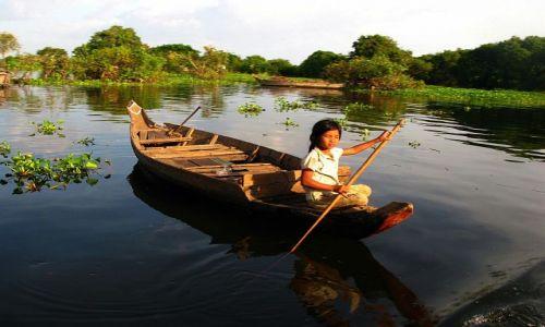 Zdjecie KAMBODżA / Phnom Kulen / Kompon Phlug / Tu dzieciaki szybko robią prawo jazdy na łódkę :)