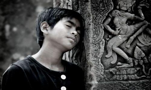 KAMBODżA / - / Angkor Wat / zmęczenie