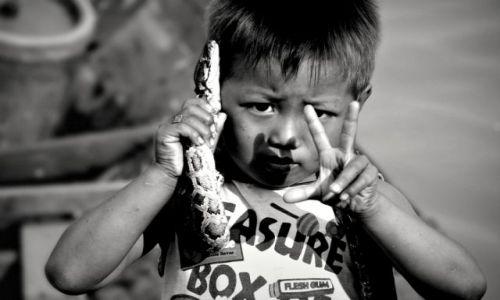 Zdjęcie KAMBODżA / - / jezioro Tonle Sap / trzy dolary