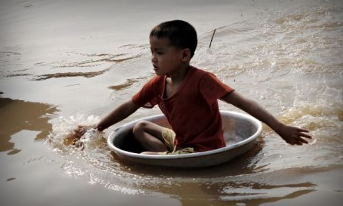 Zdjęcie KAMBODżA / - / jezioro Tonle Sap / byle do brzegu