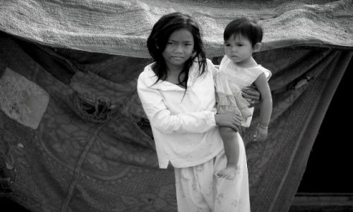 Zdjecie KAMBODżA / - / w pobliżu jeziora Tonle Sap / siostry
