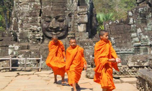 Zdjecie KAMBODżA / Siam Reap / Angkor Wat / Mnisi