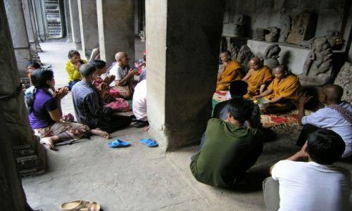 Zdjecie KAMBODżA / Siem Raep / Angkor Wat / poranna modlitwa
