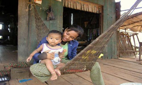KAMBODżA / - / okolice Kampong Khleang / look of love