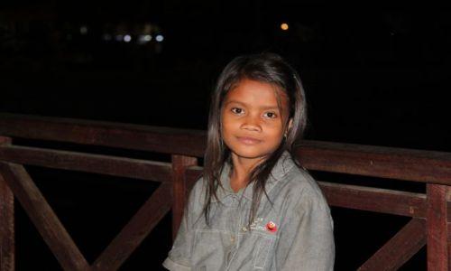 Zdjęcie KAMBODżA / Siam Reap / Angkor Wat / Dziewczynka