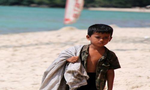 Zdjecie KAMBODżA / Sihanaukville / Otres Beach / Chłopiec
